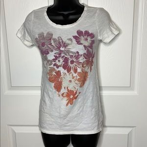 American Eagle floral graphic t shirt
